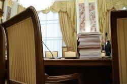 Бюджетные деньги предлагают сэкономить за счет пенсий, маткапитала и чиновников